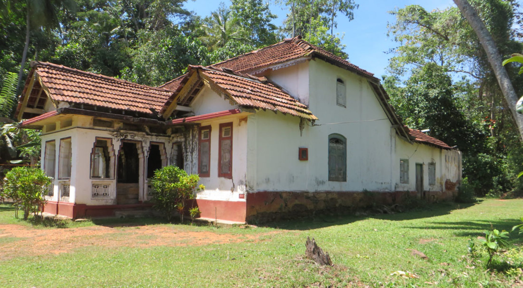 Old colonial house with paddy field view Ceylon Estate Agents Pvt