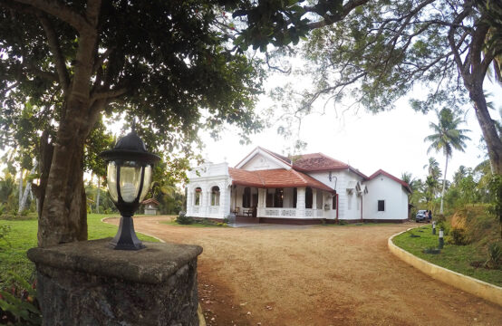 Spacious old colonial villa for rent