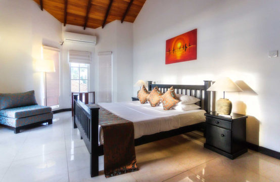 Luxurious holiday villa for rent on the beach