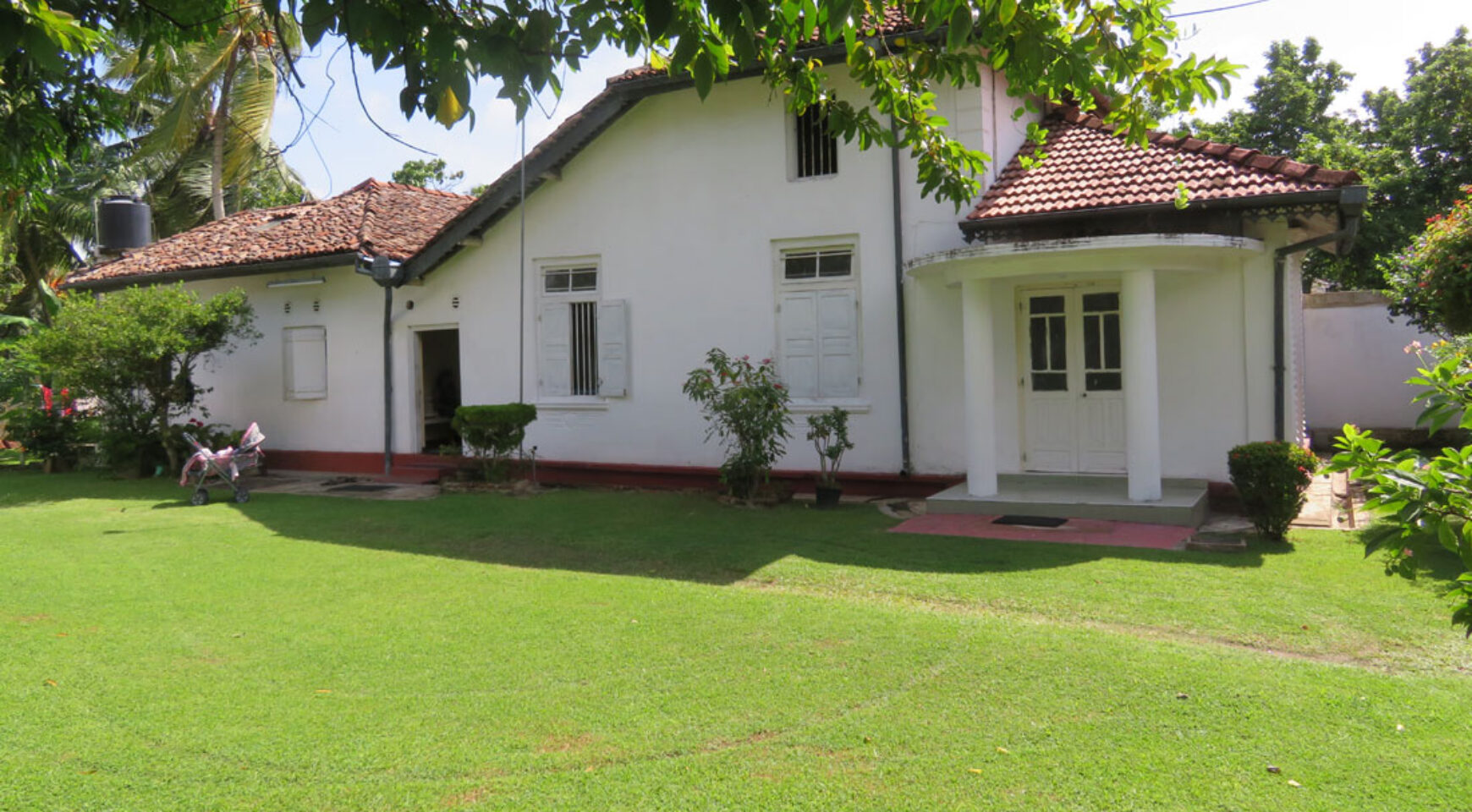 Exclusive colonial style house for sale ceylon estate for Colonial style homes for sale