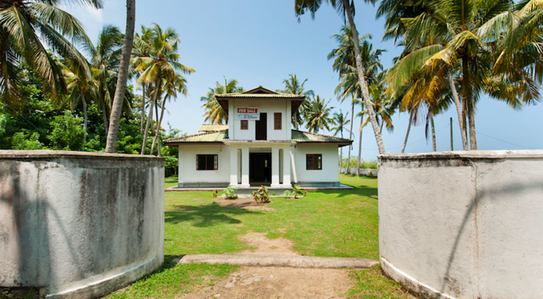 2 bedroom modern house for sale on the beach ceylon for Modern mansions for sale