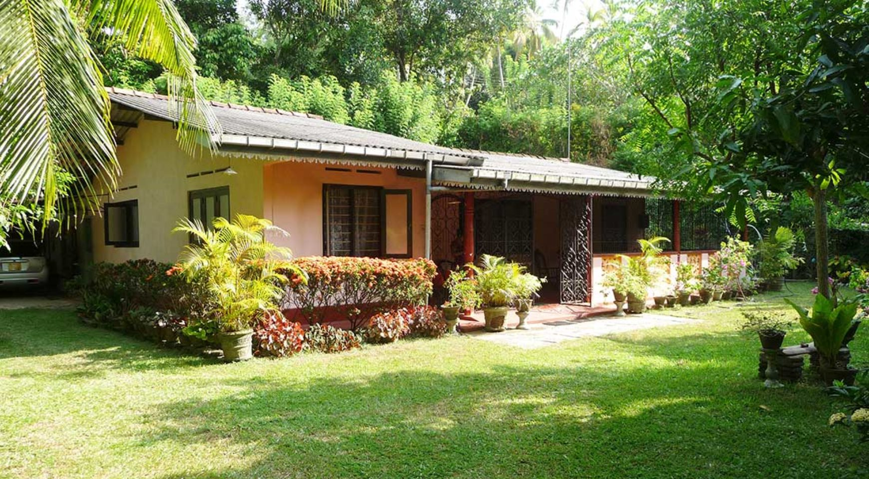 Small southern village house for sale ceylon estate for Small mansions for sale