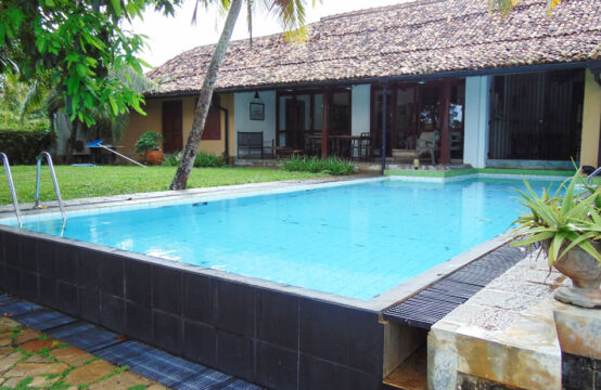 Lake view villa with a pool – 3 Bedrooms