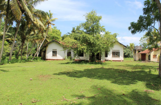 5 Bedroom house for renovation – 3 Acres