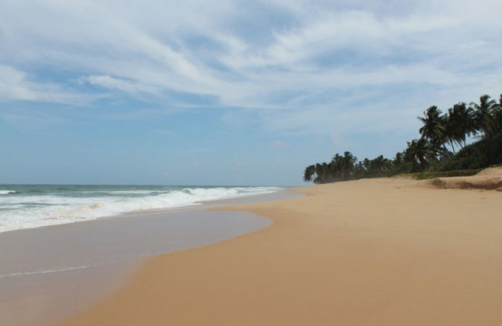 Beachfront land for sale in Akurala Beach