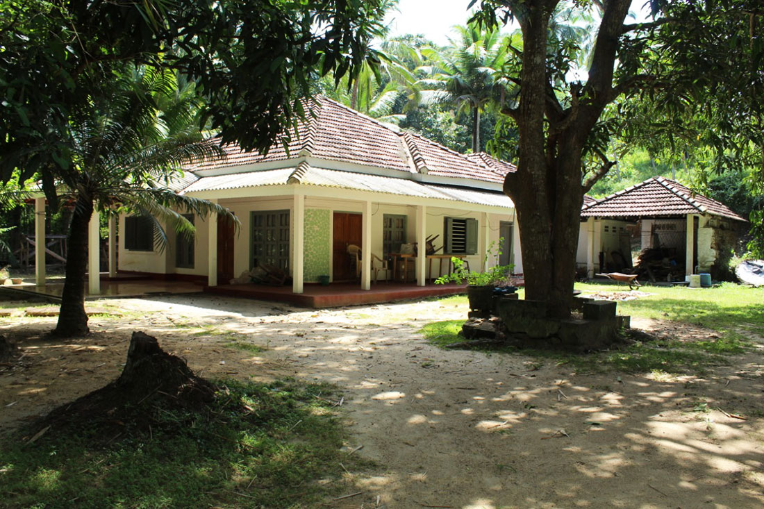 Extensive land for sale with 5 bedroom house 2.6 Acre