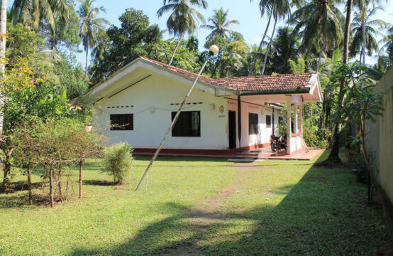 4 Bedroom house for sale on Bentota river