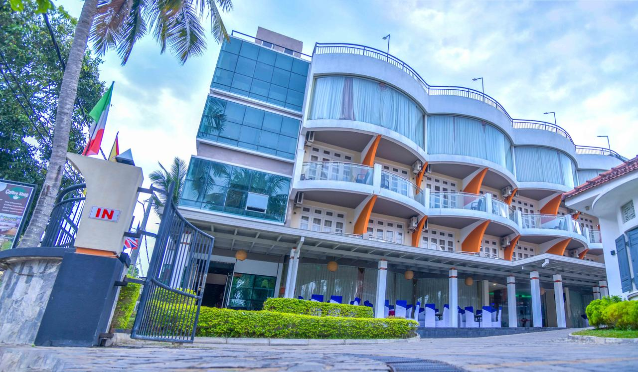 18 Bedroom hotel for sale on the beach 2 Acres