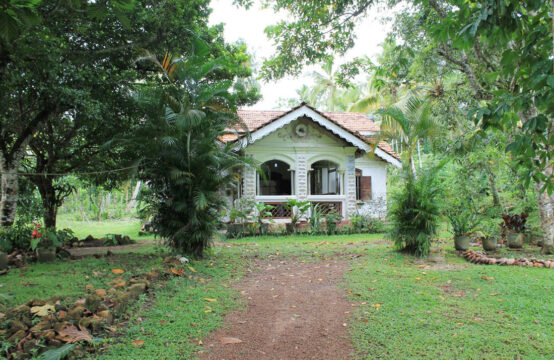 Colonial style house for renovation